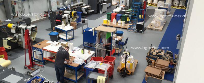传统工业地板、环氧树脂地坪和工业PVC地板砖安装使用的各项性价比对比