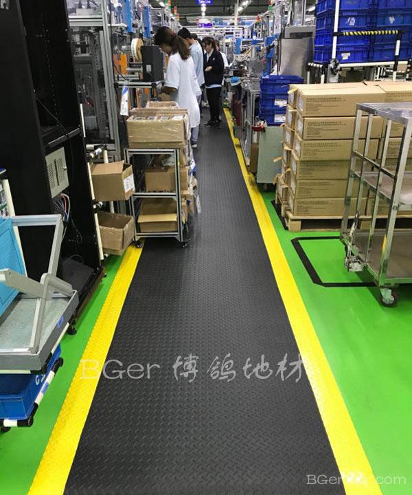 工厂车间走道防滑地垫地毯 车间流水线地面防滑抗疲劳图片