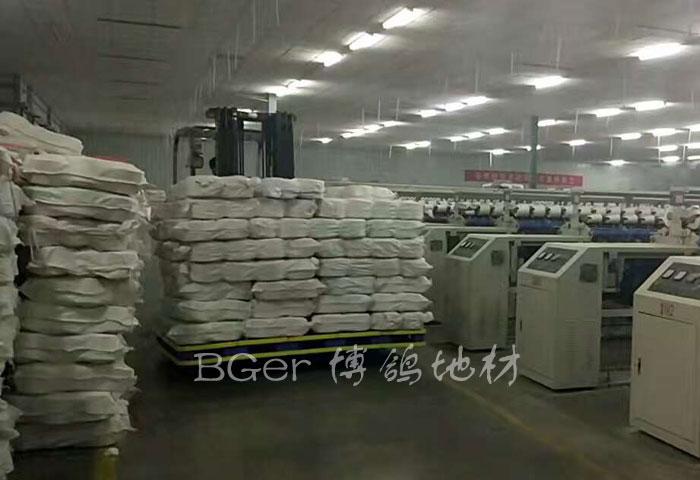 纺织厂生产车间搬货托盘,叉车搬运货物塑料托盘