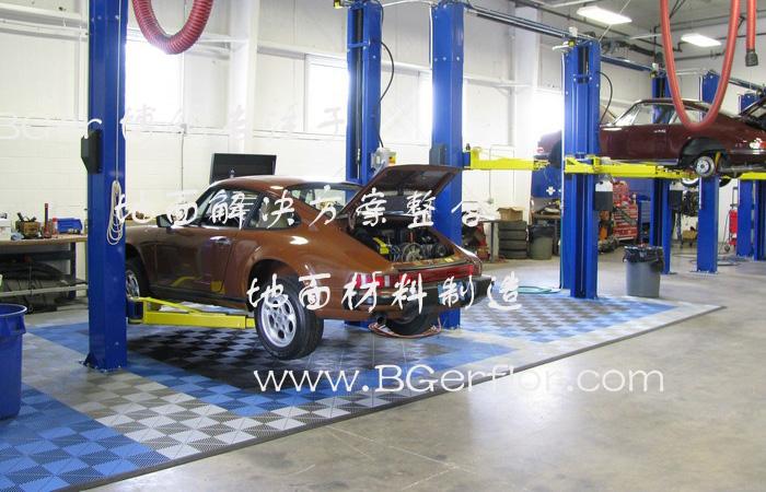 汽修厂维修工位地面地板材料,灰色和蓝色组合搭配风格