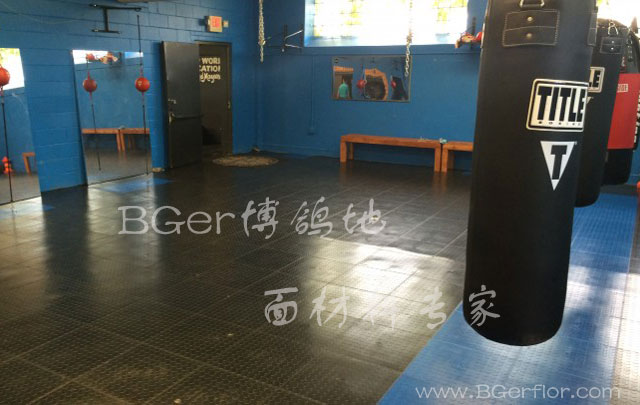 健身房练拳室地板材料 黑色+蓝色组合铺装 健身房橡胶地板